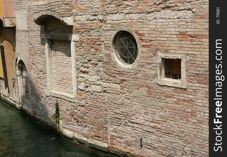 Venetian back alley