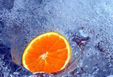 Free Orange In Water Royalty Free Stock Image - 700266