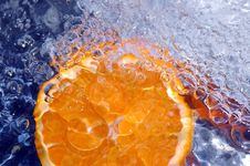 Free Orange In Cold Water Royalty Free Stock Photo - 700285