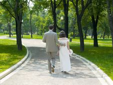 Free Walking Couple Royalty Free Stock Images - 702579