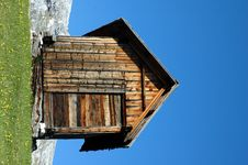 Free Wooden Cabin Royalty Free Stock Photography - 706767