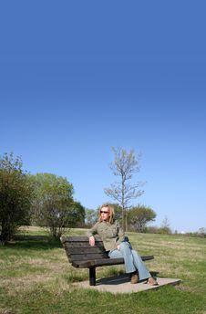 Free SITTING ON THE BENCH Royalty Free Stock Photography - 708917