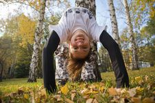 Free A Young Woman Makes A Handstand Royalty Free Stock Photos - 7008828