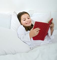 Free Girl Reading In Bed Stock Photography - 7009252