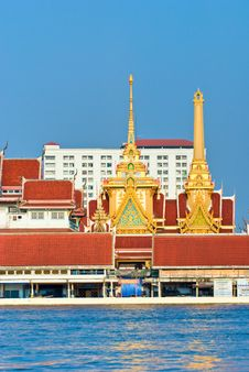 Free Temple On The Chao Praya River, Bangkok, Thailand. Royalty Free Stock Photography - 7020697