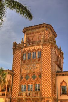Free Tower On Venetian-style Mansion Royalty Free Stock Images - 7022199