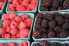 Free Blackberries And Raspberries At Farmers Market Royalty Free Stock Images - 7040249