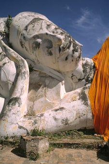 Free Giant Lying Buddha Royalty Free Stock Photo - 7046345