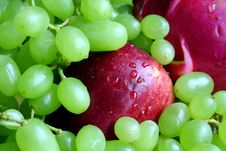Apple And Grape Royalty Free Stock Photos