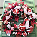 Free Red And White Christmas Wreath Royalty Free Stock Images - 7057639