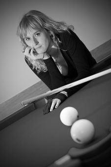 Free The Girl Plays Billiards Royalty Free Stock Photos - 7054248