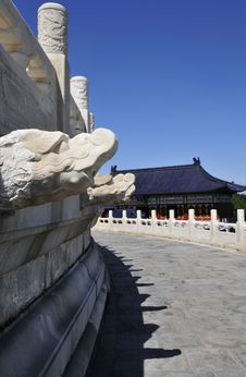 Free Dragon Statue In Chinese Ancient Building Stock Image - 7057921