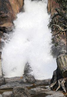 Free Flush Waterfalls Royalty Free Stock Image - 7066436