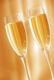 Free Two Glasses Of Champagne Royalty Free Stock Images - 7068259