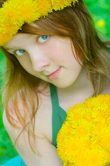 Fine Girl With Bouquet Dandelion Royalty Free Stock Photos