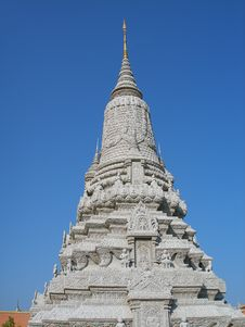 Free Stupa Against Blue Sky Royalty Free Stock Photos - 7070948