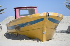 Free Boat In Sand Bank Stock Images - 713924