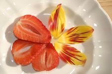 Free Strawberry And Tulip Leaves Stock Photography - 715102