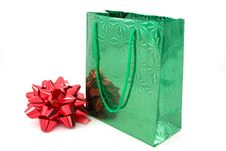 Free Green Package And  Bow Royalty Free Stock Image - 7116006