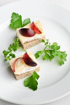 Free Canapes With Camembert Or Brie Cheese Royalty Free Stock Image - 7193826