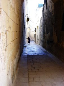 Free Mdina Alley , Quiet Time Stock Photo - 725720