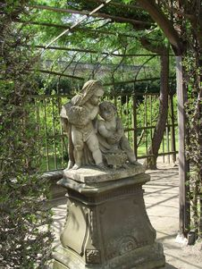 Free Angels In The Garden Royalty Free Stock Image - 731816