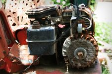 Free Rusted  Motor Royalty Free Stock Images - 733589