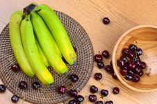 Free Wooden Bowl Of Fruits Stock Image - 73283091