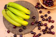 Free Wooden Bowl Of Fruits Stock Photography - 73284342