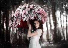 Teen Girl Standing Under An Umbrella Of Lilacs In The Garden. Royalty Free Stock Images