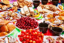 Free Laid A Festive Table Royalty Free Stock Photo - 73823305