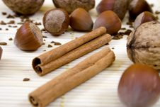 Free Cinnamon And Nuts Royalty Free Stock Photos - 742878