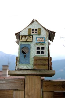 Free Small Bird Wood House Royalty Free Stock Photography - 747097