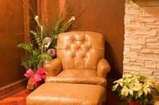 Free Comfortable Old Leather Chair Royalty Free Stock Photography - 7450247