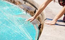 Free Girl Put Her Hand In A Fountain Royalty Free Stock Photography - 74802027