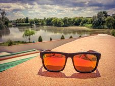 Free Fashion Orange Eyewear With Polarized Protection Royalty Free Stock Photography - 75887567