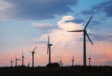 Free Wind Turbines Al Sunset Royalty Free Stock Image - 76098616