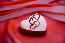 Day Sv. Valentine- Rings On A Small Box As A Heart Stock Image