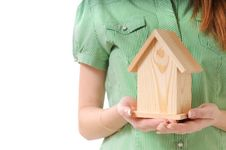 Free Little Home In The Hands Royalty Free Stock Image - 7644786