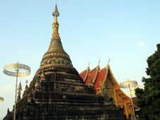 Free A Chedi And A Temple Royalty Free Stock Images - 775439