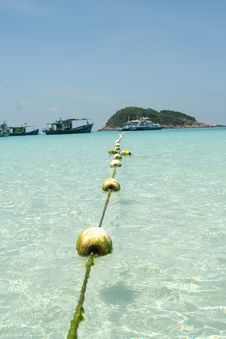 Free The Floating Border Royalty Free Stock Images - 775879