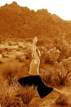 Free Desert Yoga Warrior Royalty Free Stock Images - 776949