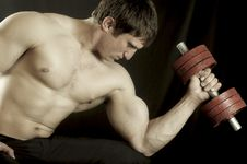 Free Athlete With Dumbbells Royalty Free Stock Photos - 7702588