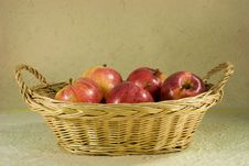 Free Red Apples In Basket Royalty Free Stock Photography - 7702757