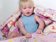Free Child Pulls Blanket Stock Images - 7708874