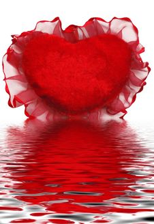 Free Red Heart-shaped Valentines With Reflection In Wat Royalty Free Stock Image - 7712876