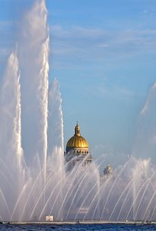 Free Singing Fountain At Neva Royalty Free Stock Photos - 7714318