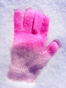 Free Glove In The Snow Royalty Free Stock Image - 7718056