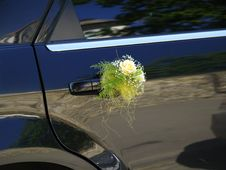 Free Wedding Car Decorated With Flowers Royalty Free Stock Photo - 7720045
