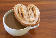 Free Cup Of Hot Coffee And Palmier Cookie Royalty Free Stock Images - 7729119